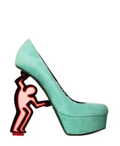 I absolutely adore these green pumps by Nicholas Kirkwood x Keith Haring. Featured in an article about extravagant shoes. Dream Shoes, Crazy Shoes, Me Too Shoes, Keith Haring, Haring Art, Nicholas Kirkwood Shoes, Funny Shoes, Mode Shoes, Jean Michel Basquiat