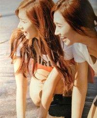 那一年夏天。你我之间的笑容。融化在金色的海岸上。