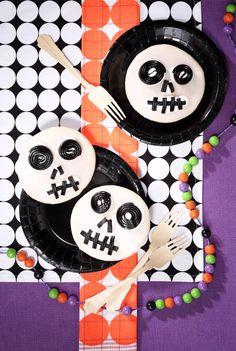 Halloween: Amerikaner vom Bäcker, verziert mit Lakritz-Schnecken