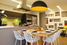 mesa de jantar moderna de madeira