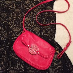 Authentic Tory Burch Amanda Crossbody Breathtaking coral red Tory Burch crossbody! This bag is truly gorgeous! Only used 2x! In amazing condition! Includes dust bag! Many others have this bag listed at $200 plus! Great deal! Tory Burch Bags Crossbody Bags