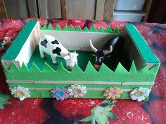 Vilt + manderijnkistje + stokjes + wat fantasie = weide voor de boerderijdieren