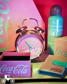 Você já conhece a Coleção Coca-Cola? Ela está lindíssima e cheia de estilo esperando por você!  ➝ http://carrodemo.la/9d290
