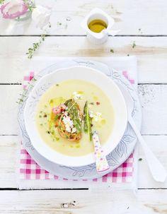 Au printemps, on a envie de fraîcheur, de couleur et de légèreté dans l'assiette. On vous ouvre notre carnet de recettes de saison et on vous confie nos 40 recettes de saison qui font le printemps. http://www.elle.fr/Elle-a-Table/Les-dossiers-de-la-redaction/Dossier-de-la-redac/40-recettes-qui-font-le-printemps