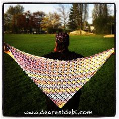 This free crochet shawl pattern is gorgeous. Crochet Flower Lattice Shawl - Media - Crochet Me