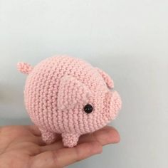 "Amigurumipatterns.net on Instagram: ""Pig-Love supercute crochetwork by @hanni.haekelt with the pattern by @critterbeans in our book Zoomigurumi 6! . Find the book on Amazon…"""