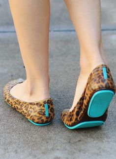 Tendance Chaussures   Discover the most comfortable flats around! These striking Leopard Print Tieks are sure to