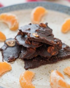 It's great time of year to make orange hazelnut dark chocolate bark! My recipe is free from refined sugar, wheat, soy and it's absolutely divine! Low Carb Sweets, Vegan Sweets, Healthy Dessert Recipes, Healthy Desserts, Whole Food Recipes, Chocolate Bark, Chocolate Hazelnut, Hazelnut Recipes, Orange Candy