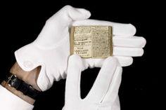 The Young Men's Magazine de Charlotte Brontë, enchère tendue mais remportée par le musée des lettres et manuscrits de Paris. Plus d'informations sur le manuscrit ici :  http://www.museedeslettres.fr/public/detail_oeuvre.php?id=575