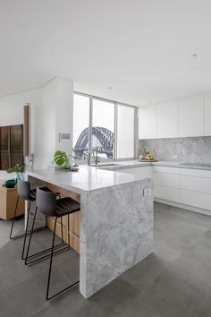 See how Dan Kitchens transformed this kitchen into a Luxurious Custom Kitchen in Kirribilli, complete with Exquisite Materials and High-end Appliances. Open Kitchen And Living Room, White Kitchen Decor, Kitchen Room Design, Interior Design Kitchen, Kitchen Island Storage, Kitchen Island With Seating, Small Open Kitchens, Painted Kitchen Tables, Apartment Kitchen