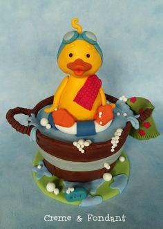 Ducky takes a bath. - Cake by Creme & Fondant