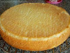 Genoise ultra facile 120g farine 120g sucre  4 oeufs et une pincée de sel Battre oeufs et sucre 10 min au robot Ajouter la farine et sel tamisée Cuire au four 12 à 20 min à 180