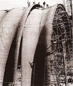 Clay tile vaulting by Eladio Dieste. Brick Architecture, Architecture Details, Acoustic Architecture, Gaudi, Brick Construction, White Building, Brickwork, Vaulting, Planer