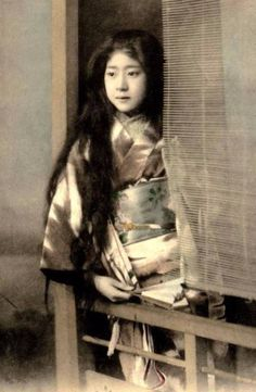 vintage everyday: 25 Impressive and Beautiful Vintage Portrait Photos of Maiko and Geisha With Their Natural Long Hair Down from the 1900s and 1910s