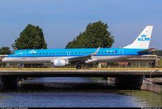 KLM Cityhopper Embraer 190STD (ERJ-190-100STD) PH-EZZ taxiing out for a Polderbaan departure from Amsterdam-Schiphol, June 2016. (Photo: Stefan Mieszkowski)