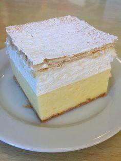 The most beloved typical dessert of Slovenia: the kremna rezina, or Bled cake Gourmet Desserts, Italian Desserts, Great Desserts, Mini Desserts, Chocolat Recipe, Cookie Recipes, Dessert Recipes, Torte Cake, Sweet Cakes