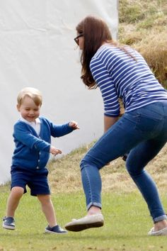 Prince George and Kate Middleton came out to watch Prince William play in the Gigaset Charity Polo Match. Princesa Charlotte, Princesa Diana, Prince William Et Kate, Prince George Alexander Louis, Kate Middleton, Prince Georges, Prince And Princess, Prince Harry, Prince George Photos