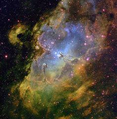 Cada día, en esta página, selecciono una imagen de alguna de las muchas nebulosas que conocemos. Pero en honor a la verdad, pocas son tan llamativas como la Nebulosa del Águila... #astronomia #ciencia