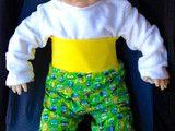 Hosen - Erstlingsset mit Babyhose und Wendemütze - ein Designerstück von Carina-Zunhammer bei DaWanda