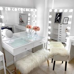 Vanitys for your cosmetics collection Bedroom Decor For Teen Girls, Girl Bedroom Designs, Room Ideas Bedroom, Bedroom Small, Beauty Room Decor, Makeup Room Decor, Dressing Room Design, Dressing Table, Cute Room Decor