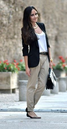 34 Inspiring Business Casual Outfit Ideas for Women To Copy Now An over-the-top outfit isn't acceptable at work. Earlier, casual outfits were intended to be worn just on weekends. Casual Work Outfits in Simple Style There are a lot of… Continue Reading → Trajes Business Casual, Business Casual Attire, Business Outfits, Professional Attire, Business Professional, Womens Fashion For Work, Work Fashion, Fall Fashion, Curvy Fashion