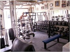 Looks a little cramped but it's still s sweet gym #gymlife