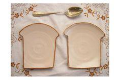朝食はトースト? それともご飯? かわいいトースト型のモーニングプレート