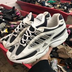 Vintage adidas Ozweego before Raf Simons Vintage adidas Ozweego before Raf Simons Indie Outfits, Punk Outfits, Grunge Outfits, Sneakers Mode, Best Sneakers, Sneakers Fashion, Adidas Vintage, Vintage Sneakers, Sneaker Outfits