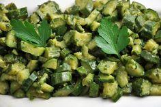 Le zucchine trifolate al forno sono una variante delle classiche zucchine in padella. Con poche calorie e tanto gusto saranno perfette per accompagnare ogni secondo. Ecco la ricetta