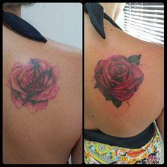 Cobertura de cobertura... Whatsapp : 022998650387 Facebook : Thiago Freitas Tatuagem  Instagram : Thiago Freitas Tatuagem  #thiagofreitastatuagem  #coverup  #coveruprose  #rosetattoo #flowertattoo