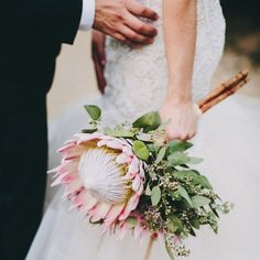 10 gorgeous bouquets featuring single flowers for summer flower inspiration. Photo by Lauren Scotti