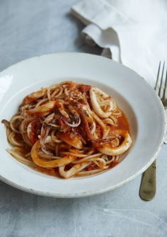 Use oil spray on uncooked pasta a minute before throwing them in the boiling salty water. You'l never get sticky pasta, EVER! Nigella Lawson, Orzo, Seafood Recipes, Pasta Recipes, Squid Recipes, Pasta Sauces, Fish Recipes, Spaghetti, Bon Appetit