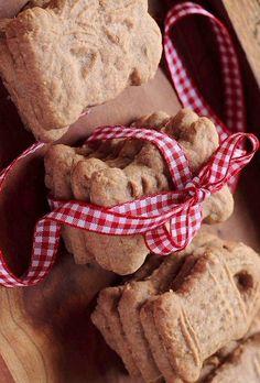 Typical Dutch - Typisch Holland/Nederlands: cookies called 'speculaasjes'