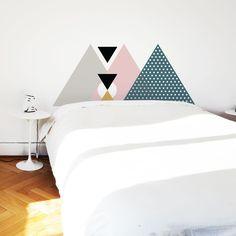 cabeceira de cama feita com vinil adesivo / papel contact