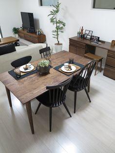 ホワイト色の床にウォールナット無垢材の家具とブラック色を取り入れたコーディネート事例をご紹介 の画像|家具なび ~きっと家具から始まる家づくり~ 名古屋・インテリアショップBIGJOYが家具の視点から家づくりを提案