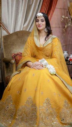 Bridal Mehndi Dresses, Mehendi Outfits, Asian Bridal Dresses, Pakistani Wedding Outfits, Pakistani Dresses Casual, Indian Gowns Dresses, Bridal Dress Design, Pakistani Bridal Dresses, Wedding Dresses For Girls