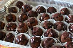 Avete del panettone avanzato? Ecco la soluzione!!! Panettone chocolate truffles!! Tartufini di cioccolato. www.pastalovesme.com http://pastalovesme.com/2014/01/06/tartufini-di-cioccolato-con-il-panettone-avanzato-panettone-chocolate-truffles/