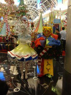 Santa Claus Arrival at the Mall at Millenia for Christmas on November 2016 Dj Dance, Retail Design, Holidays And Events, Orlando, Mall, Stuff To Do, November, Santa, Seasons