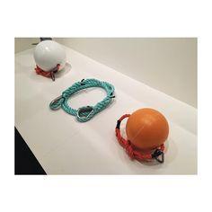 In esposizione al Museo Santa Giulia di Brescia fino al 18 settembre 2016, una retrospettiva dei lavori sull'acqua di Christo and Jeanneclaude. Ecco un esempio delle differenti tipologie di corde e boe impiegate nell'installazione di #thefloatingpiers #Christo