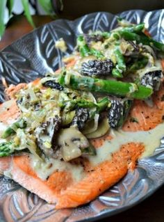 Grilled-Salmon-with-Asparagus-Leeks-and-Mushrooms