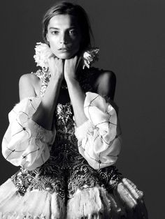 candentia:  Daria Werbowy in 'Londres en Majesté' Photographer: David Sims Dress: Alexander McQueen F/W 2013/14 Vogue Paris August 2013