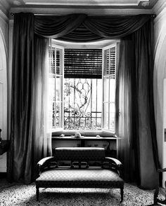 Divano romano ... #bw #interior #architecture #blackandwhite #photo #moment #alessandrobianchi #photographer #cool #city #swag #location #iphone #iphonesia #igers #roma #rome