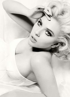 Scarlett Johanson- classic black and white vintage portrait Scarlett Johansson, Gorgeous Women, Beautiful People, Photo Glamour, Beauty And Fashion, Fashion Hair, Foto Art, Classic Beauty, Famous Faces