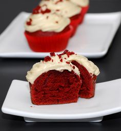 I had never heard of this cake until I watched Bethanny's Getting Married. Bethanny Frankle was one of the original Housewives of New York, and then went on to have her own show where she ge… Red Velvet Cupcakes, Bellini Recipe, Biscuits, Red Velvet Recipes, Thermomix Desserts, Xmas Food, Small Cake, Icing Recipe, Fondant Cakes