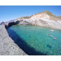 """""""Cane Malu, la piscina naturale di Bosa, incastonata in un paesaggio lunare con un mare meraviglioso. Se amate i tuffi e i luoghi poco affollati, è il…"""" #visitingitaly"""