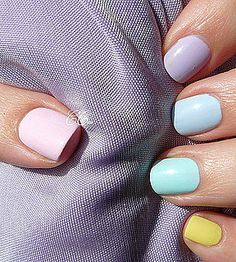 #racingstyle Make-up Inspiration: These pastel coloured nails are perfect springtime colours.