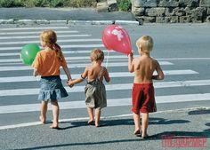 """В районе горы Матюшенко севастопольские дети играют на дороге! http://ruinformer.com/page/v-rajone-gory-matjushenko-sevastopolskie-deti-igrajut-na-doroge  Общеизвестно, что дети – цветы жизни. Для того, чтобы они росли, """"расцветали"""", играли в безопасности, проводили на свежем воздухе время с пользой - должны быть детские игровые площадки.Однако в Севастополе, в районе горы Матюшенко, нет ни одной детской площадки, ни одного парка или скверика. Мамы с коляскамии маленькими детками бродят…"""