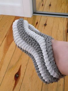 Pantoufles tricotées homme femme Women men teen grey and white knitted with phentex yarn corn stitches slippers