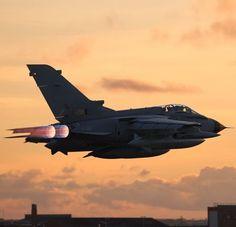 Aviones de combate con piezas impresas en 3D completan su vuelo de prueba http://www.tecnoneo.com/2014/01/aviones-de-combate-con-piezas-impresas.html