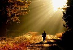 και φωτεινό... όχι σκοτεινός όπως εδώ. Το είπε ο ίδιος ο Χριστός μας με το : μεταβέβηκεν ἐκ τοῦ θανάτου εἰς